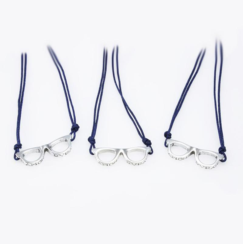 Collar de plata gafas, D.O.C.E