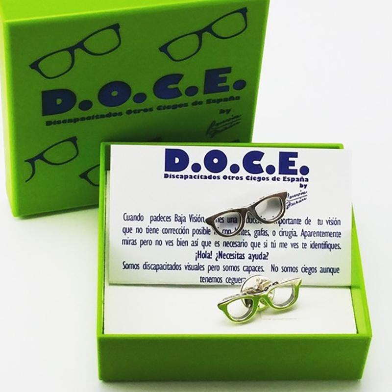 pin plata gafas D.O.C.E