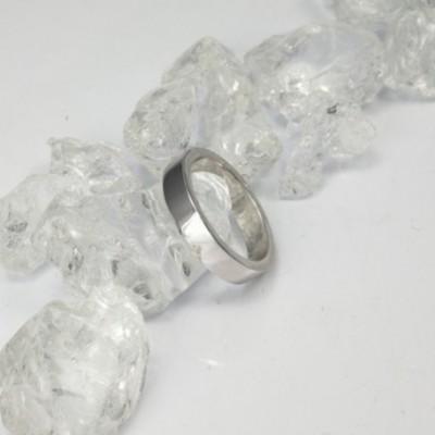 Qué indica el anillo, dependiendo del dedo en el que se lleve puesto.