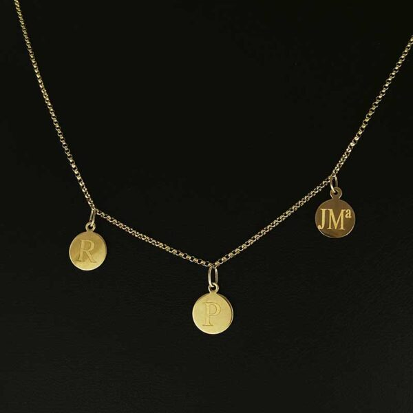 Collar-oro-3-lentejas-cerca